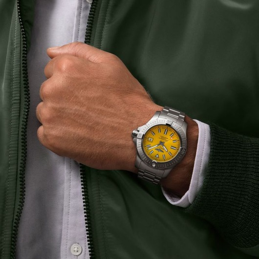 Horloge BREITLING AVENGER II SEAWOLF COBRA YELLOW A17319101I1A1